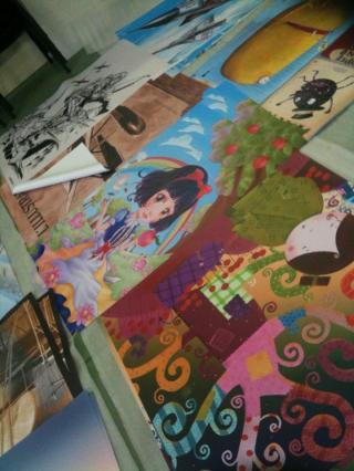Vue de l'atelier avec les toiles imprimées