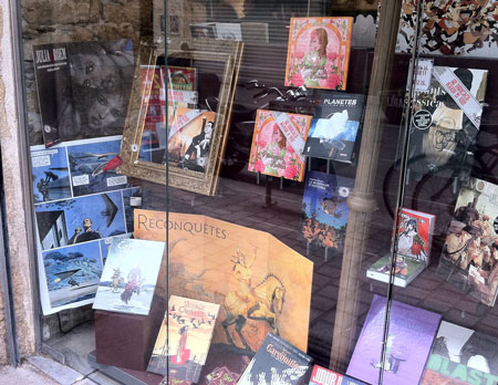 vitrine-mysterieuse-librairie-nantaise-artbook-princesses-lolitas
