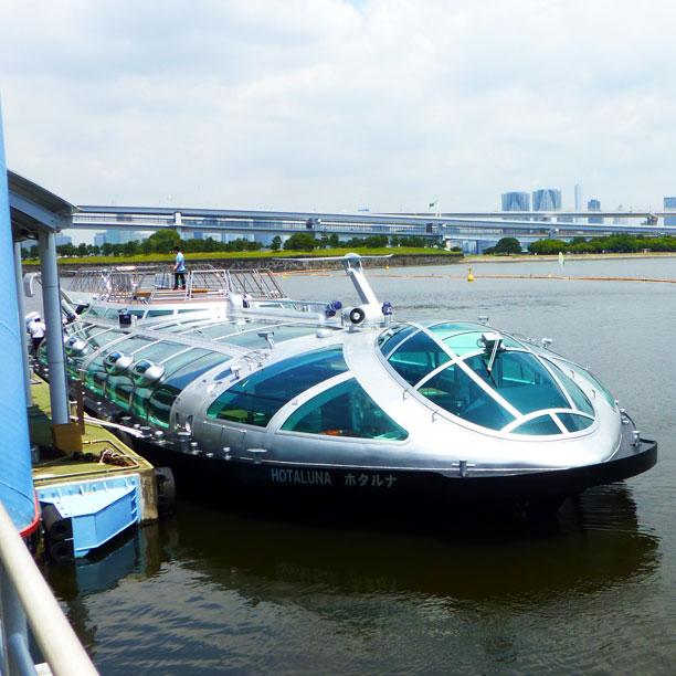 デザインを手がけた松本零士氏が名づけ親である船名のホタルナです。打ち上げ後の日にこの船にのります嬉しいです! This is Hotaluna, the beautiful ship designed by Leiji Matsumoto. I'm so glad to have been on it the day after its launch!