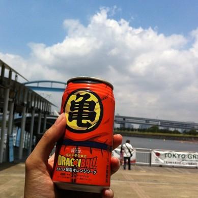 おだいばでドラゴンボールオレンジソーダを飲んでいますなう(⌒▽⌒) 日本にはとてもあついです、本当になつですね!(フランスにはまださむすぎます^^; ) I'm drinking a Dragon ball orange soda now. The weather is so hot in Japan, it's really summer! (unlike in France)