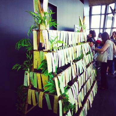 今日は七夕ですから、たのしんでください!私は短冊に願いを書いて、東京タワーで竹の上に掛けました☆ Happy Tanabata! I've written my wishes on tanzaku and hanged it on bamboo at Tôkyô tower!