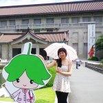 東京国立博物館で!博物館が太陽の傘をかします、とても暑いです! At the National Museum of Tokyo! Fortunately, the museum lends sun umbrellas, it's so hot!