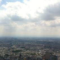 池袋の60階からの眺めです。すごいですね!富士山は雲の下に隠れています(^。^) Amazing view from 60th floor in Ikebukuro. Mount Fuji is hiding under the clouds!