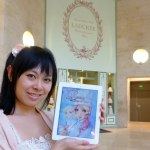 Berrie, the Magic of Pastry - iPad - with Rosalys in front of the patisserie Ladurée at the Louvre in Paris