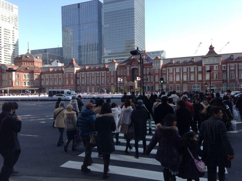 La foule dès la sortie de Tôkyô station
