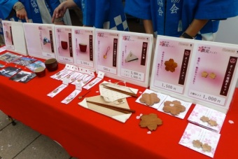 Goods made from a centenary sakura tree of Chiyoda