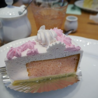 Rien de tel qu'un Sakura chiffon cake pour se préparer à déguster le printemps !