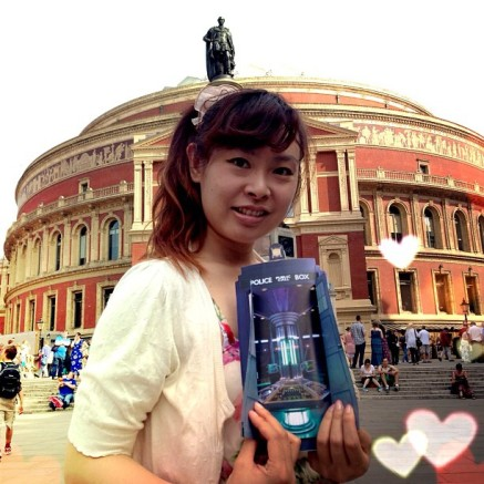 With the Doctor Who Prom pamphlet, in front of the beautiful the Royal Albert Hall♪ The concert was AMAZING ‪#‎DoctorWhoProm‬ ‪#‎BBCproms‬ ‪#‎DoctorWho‬ http://instagram.com/p/bv-Mp9O3zs/