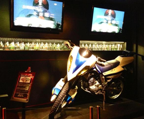 2013-08-japon-restaurant-Kamen-Rider-the-diner-4