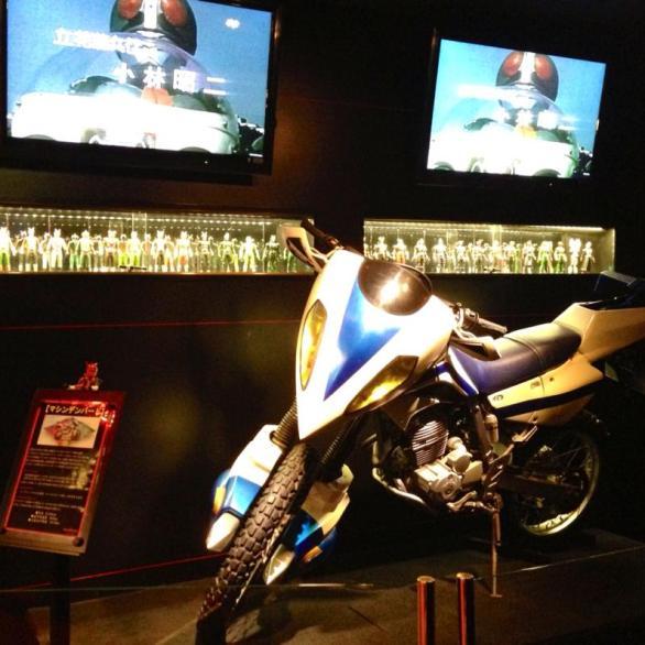 2013-08-japon-restaurant-Kamen-Rider-the-diner-4