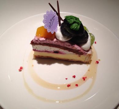 Nagano Purple & Rosario Bianco Tart (*´ڡ`●) Les vraies tartes au fruits sont au Japon ♪ #tart #sweets #food #tokyo #東京 #japon #japan #日本 — at La Maison ensoleille table.