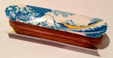 "Éclair ""La Vague"", la pâtisserie Fauchon x Hokusai — at Takashimaya Dept. Shinjuku Store."
