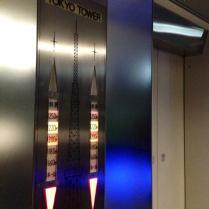 Tôkyô tower, l'ascenseur (de l'angoisse) de l'observatoire spécial. Le mini-ascenseur où tout le monde frémit et où un message vocal indique qu'on entendra des cracks parfaitements normaux ^^;;;