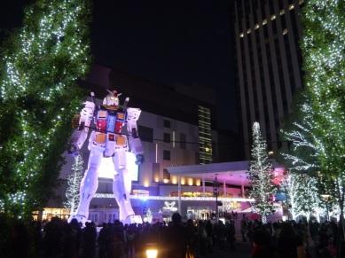 Illuminations autour du Gundam géant à Diver city (Odaiba)