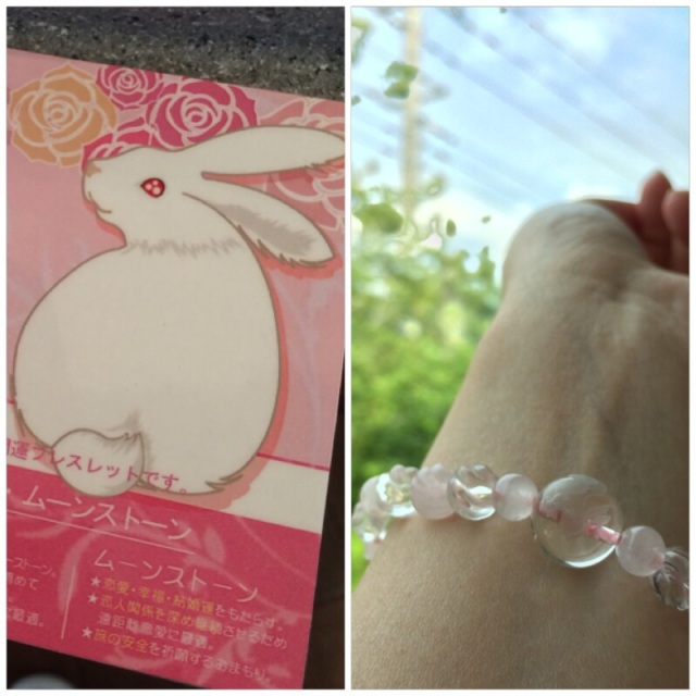 ローズクォーツとムーンストーンでうさぎ、かわいすぎ!Rose quartz & rabbit engraved on a moon stone, symbolizing the jump of rising happiness... This bracelet was just made for me ^^