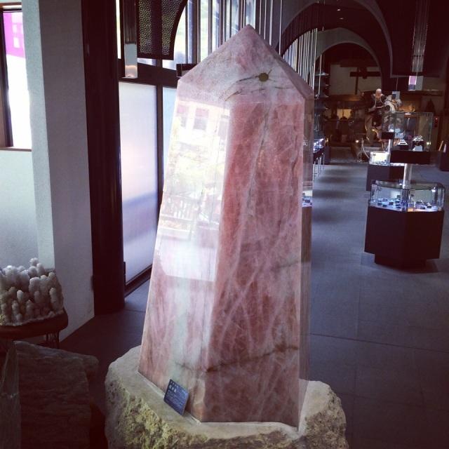 またローズクォーツ!Rose quartz everywhere! - at 水晶宝石博物館 (Crystal museum)