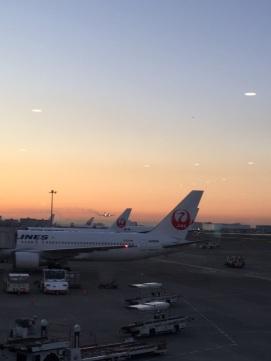 おはようございます〜🇯🇵 Aux aurores ^^ — at 羽田空港 国内線旅客ターミナル.