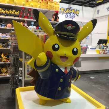 東京に戻って行きます。バイバイ和歌山‧⁺◟( ᵒ̴̶̷̥́ ·̫ ᵒ̴̶̷̣̥̀ ) Retour à Tōkyō, bye bye Wakayama (Pikachu exclusif à l'aéroport du Kansai) — at 関西国際空港(KIX).