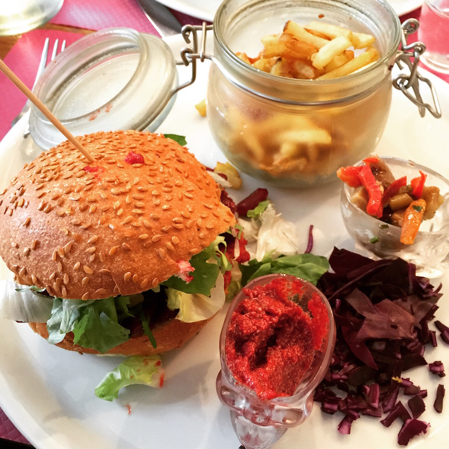 gourmandises-a-nantes-vegan-red-burger-melting-potes
