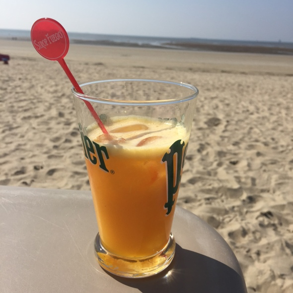 what-i-eat-in-a-day-2-la-baule-orange-pressee-plage