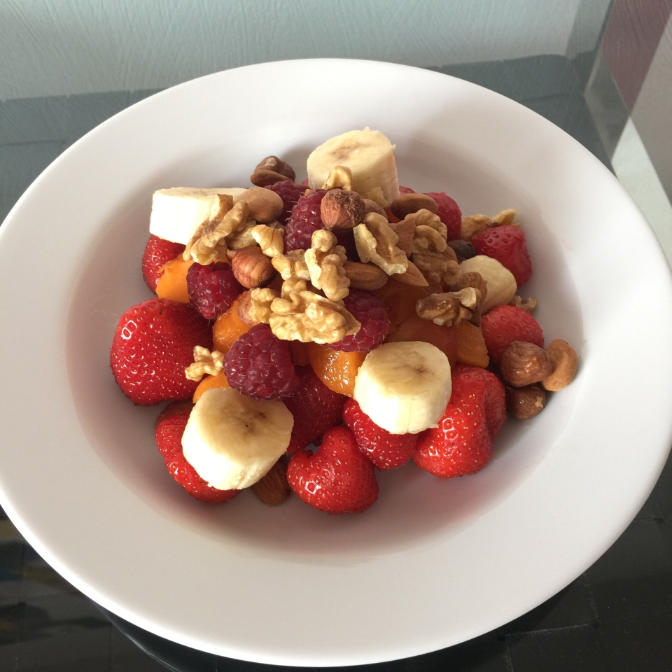 what-i-eat-in-a-day-2-la-baule-salade-fruits-2